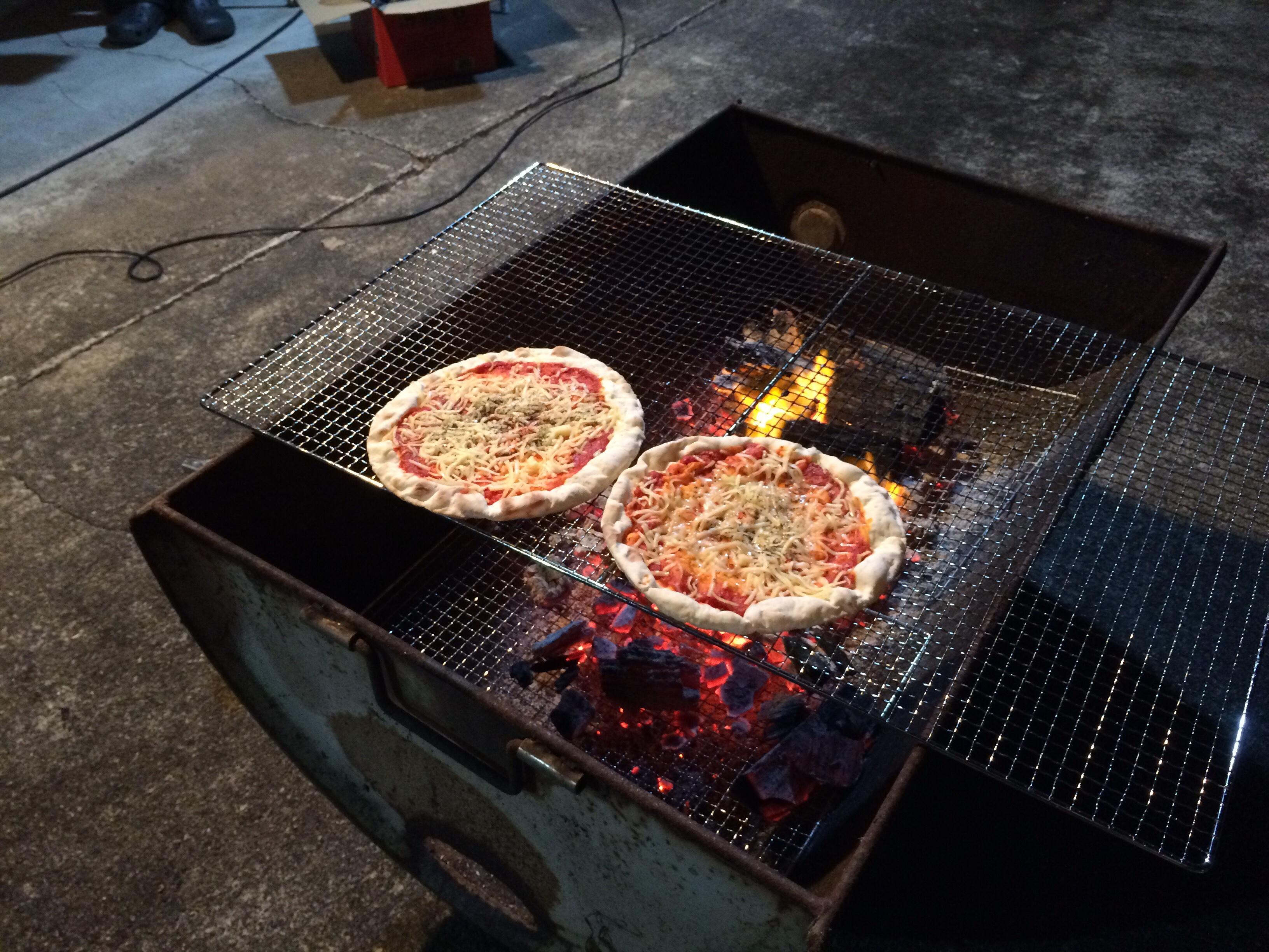 意外と知らないカセットボンベガスバーナーの使い方!お盆BBQでpizzaが美味い