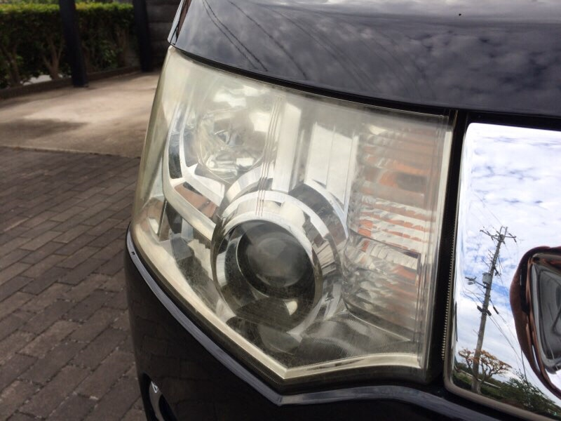 SOFT99  ヘッドライトリフレッシュでヘッドライトの黄ばみスッキリ。